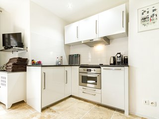 Fully fitted kitchen, Nespresso coffee machine, kettle, Combi-microwave oven, fridge, dishwasher