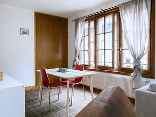 Cozy Studio in The Old Town!, Geneva