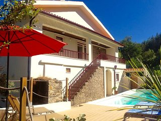 Luxury waterfront villa, private pool, boat, kayak, Gois