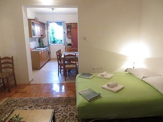 Nice 4 Bed Apartment-Quiet Center!, Vrboska