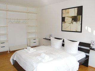 Park View Capri apartment in Mitte with WiFi, balkon & lift.