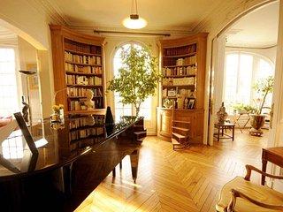 Spacious Boulevard Raspail apartment in 06ème - St Germain des Prés with WiFi, b