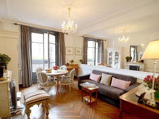 Eiffel Tower Suffren apartment in 07ème - Tour Eiffel with WiFi, air conditionin