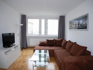 Berliner Isabella apartment in Mitte with WiFi & lift.