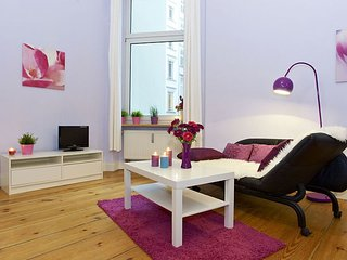 Spacious Großgörschen 048 apartment in Schöneberg with WiFi & lift., Berlín