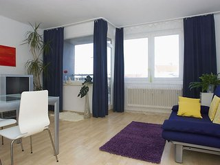 Spacious Bunte Nolle 003 apartment in Schöneberg with WiFi, balkon & lift.