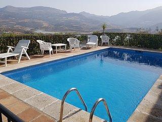 Casa Juan Luxury Villa overlooking Lake Vinuela