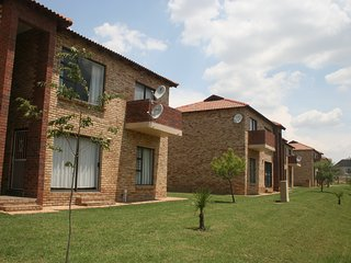 Fully Furnished 2 Bed Simplex in Fourways