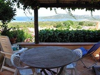 """Casa Vacanze """"Bouganville"""" terrazza vista mare, Palau"""