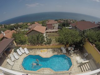 Sea View Villa with Swimming pool, Aircon & WiFi, Balchik
