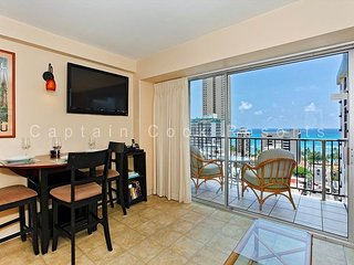 Sweet Ocean View, central A/C, 5 min. walk to beach!  Sleeps 4., Honolulu