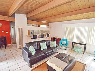 COMFORTABLE AND FURNISHED 2 BEDROOM CONDO, Manhattan Beach