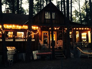 Charming Cozy Uniquely Furnished Rustic Cabin, Munds Park