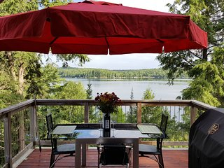 The Loft - Panoramic Adult Lakeside Cottage, Haliburton