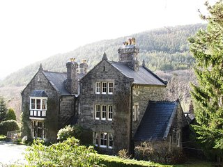 Farchynys Hall- large private wing of manor house, Barmouth