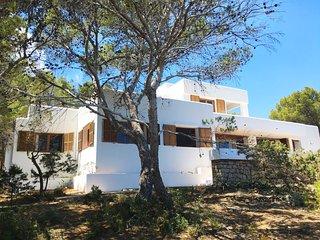 Excepcional villa en primera línea de mar, Portinatx