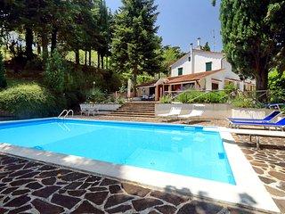 Villa con piscina in posizione panoramica., San Severino Marche