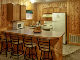 Slough Creek Cabin 130 - Cozy 2 Bedroom/1 Bath Cabin In Town, Mud Room, Sleeps 5