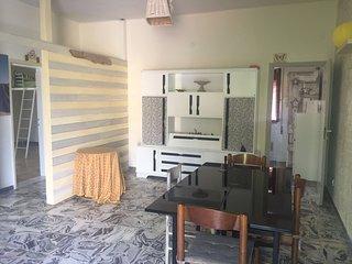 Appartamento tre locali a 600m dal mare, Marina Di Massa