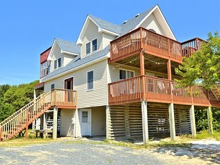 Twin Shores Carova beach:Ocean view,pool,hot tub,rooftop deck,dogs OK
