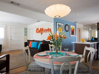 Cozy Hollywood House ★ Central Location ★ 2 Car Parking