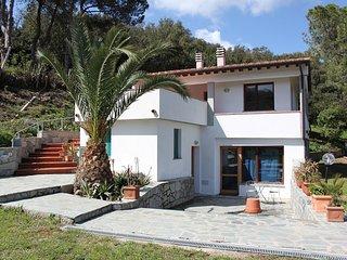 appartamento in villa vicino al mare, Procchio