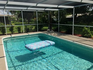 Vacation Home on Coral Sands Ct. FREE Heted Pool !!!, Venice