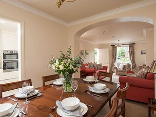 Windsor Townhouse Belfast, luxury 4 star, private parking, open fire, garden,
