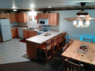 Comfy 2Bdrm nestled by Starved Rock State Park, Utica