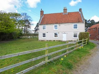 SINKINSON HOUSE FARM, pet-friendly, working farm, WiFi, en-suite, hot tub, Stamford Bridge Ref 923056, Scrayingham