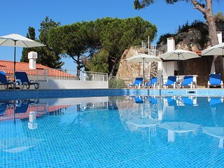 Luxurious Villa Sesimbra with large private pool and Garden near the beach