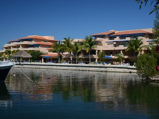 2 Bedroom Beautiful marina view apart - hotel, Puerto Aventuras