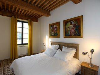 Bedroom 2nd floor - Kingsize bed