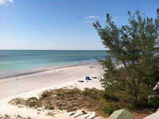 Beachfront - Indian Shores Renovated Corner Unit