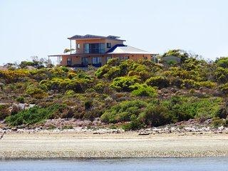 Dolphin, Eco and Pet Friendly House to share with friends, Venus Bay, SA