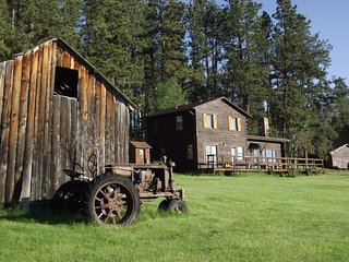 5 Bdr Historic Getaway (Sky View Cabin) Custer SD  Open all Year!