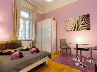 CHEAPEST Nice Design CENTRAL Studio Full Comfort, Budapest
