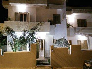 Splendida villa immersa nel verde a 300mt dal mare, Torre Santa Sabina