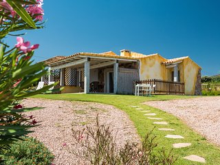 Villa with garden and sea view, 5 bedrooms, Golfo Aranci