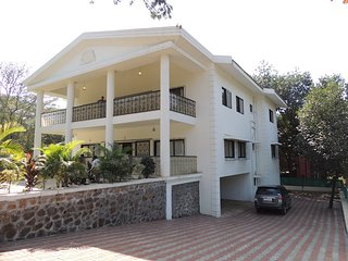 Khandala bungalow 5bhk 16 people
