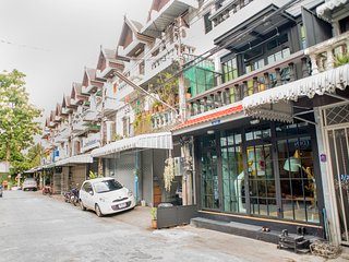 old city 2 bedroom duplex at sunday walking street, Chiang Mai