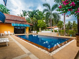 Four-bedroom villa & Pool view (PailinVillaPhuket)