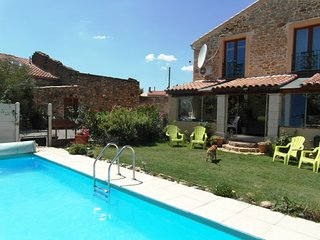 Holiday Home with solar heated pool 1/2 hr beaches, Saint-Andre-de-Roquelongue
