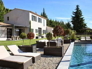 Villa Arcadia, Paradou