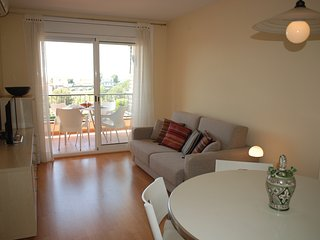 Lovely 2 bedroom apartment with a swimming pool in, Calafell