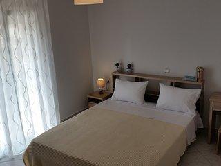 New Elegance Big Apartment II 3BDR WIFI Parkplatz, Polichni
