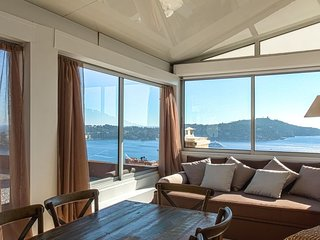 180° Sea View + Terrace + A/C for 6, Villefranche-sur-Mer