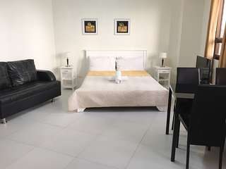 Cozy condo in Fort BGC - ICON G