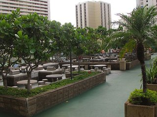 Waikiki Banyan City and Mountain View Free Parking
