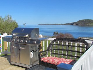 3 Bedroom Waterfront Bungaloo, Rocky Harbour